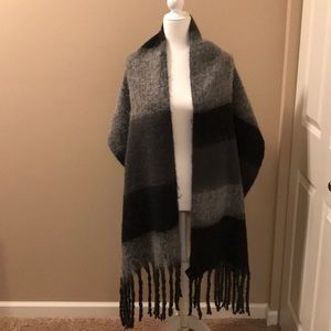 Steve madden charcoal black and gray winter scarf